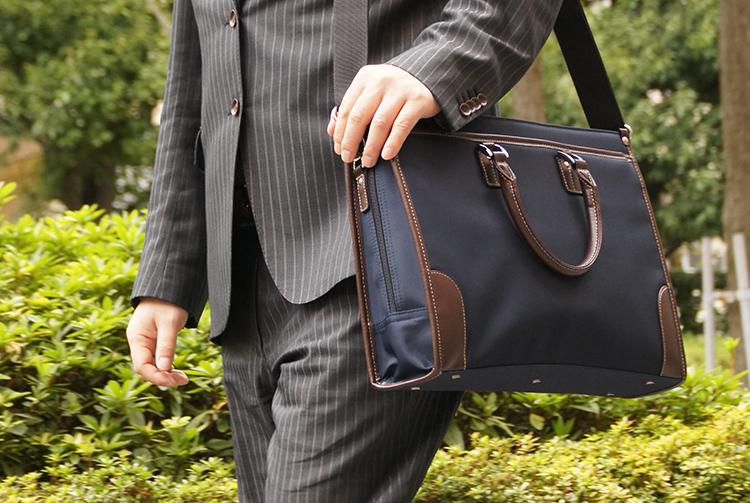 ビジネスバッグ、リクルートバッグとして人気の2WAYブリーフケース