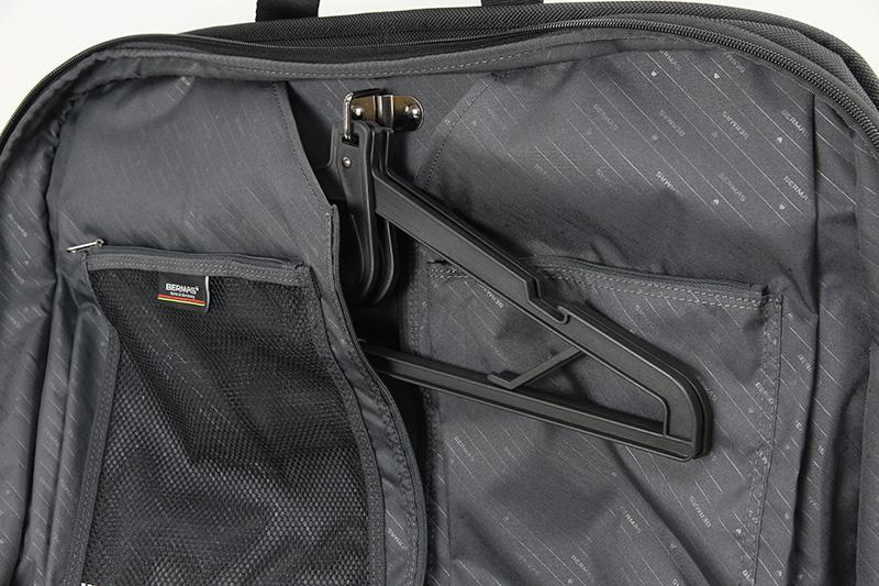 スーツを運ぶのに最適なガーメントバッグ