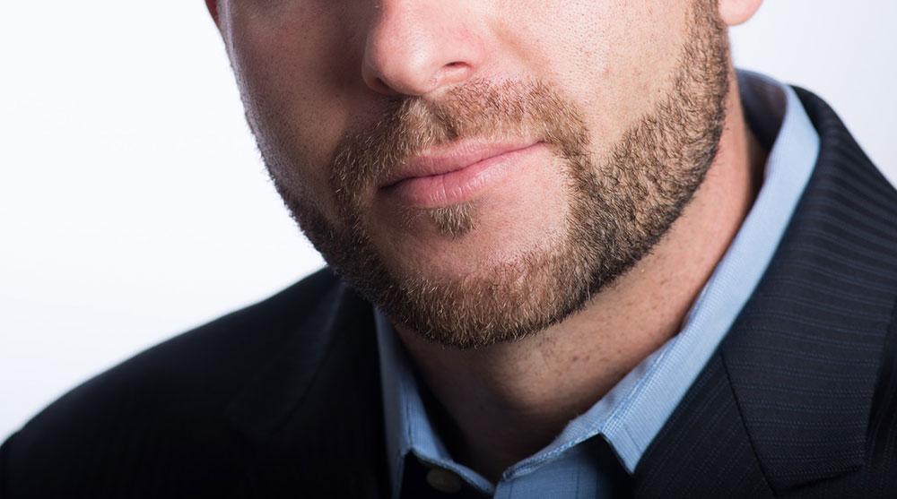 お葬式でヒゲは剃るべき?
